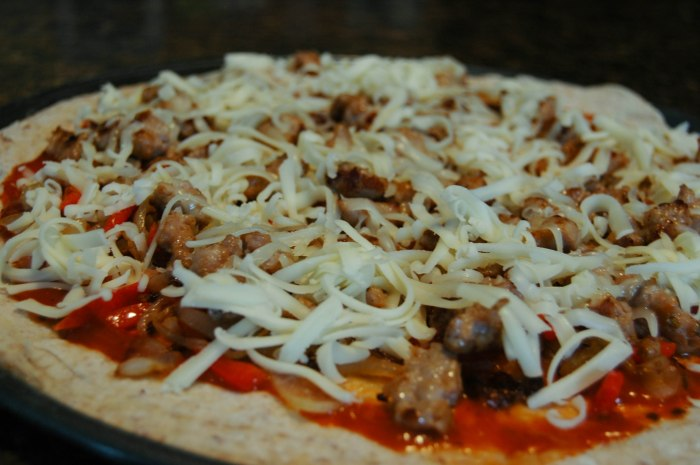 Redpepper-onion-pizza