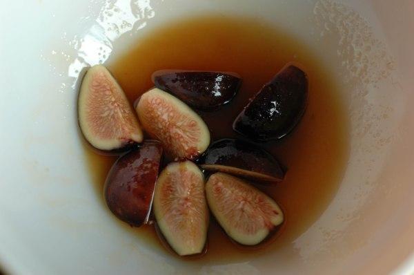 Homade Granola with Honey Roasted Figs over Greek Yogurt (1 of 1)-4