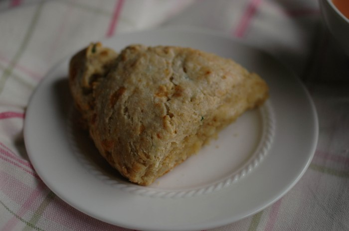 Chedder Chive Scones-12